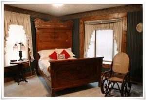 Best lodging in McMinnville, TN. Green Room Falcon Manor B&B